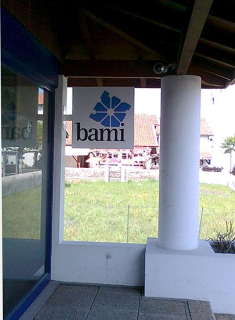Banderola Banco Bami